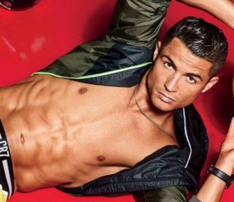 Cristiano Ronaldo fait des jongles en slip CR7 pour QG