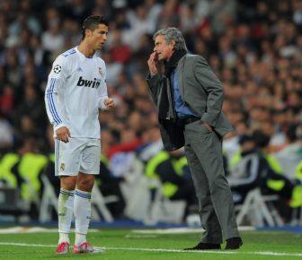 """Jose Mourinho salue le """"phénomène"""" Cristiano Ronaldo après que son compatriote en a marqué quatre pour le Portugal"""