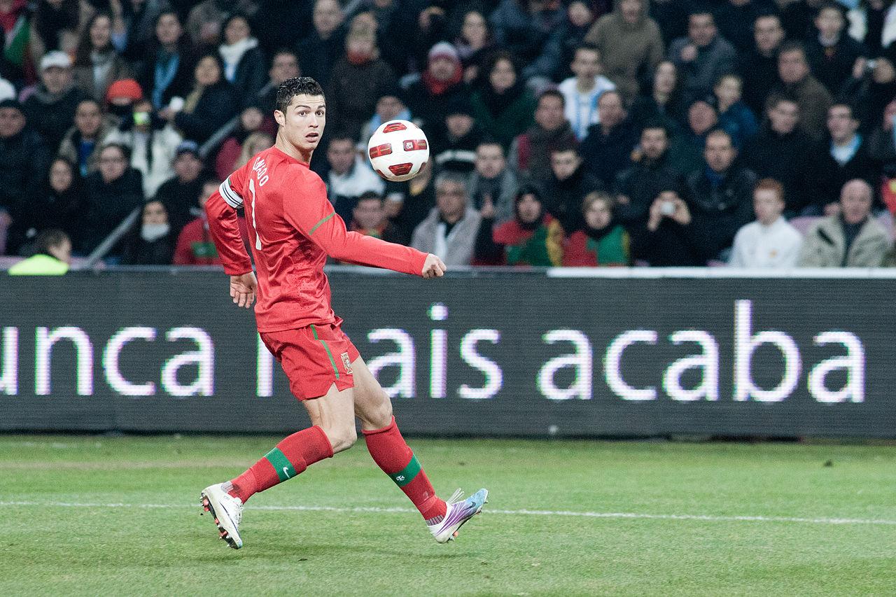 Cristiano Ronaldo jouant au Portugal